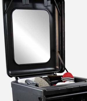 mit integriertem Spiegel