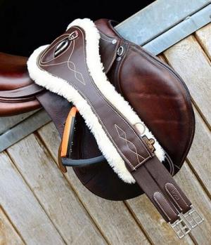 Kentucky Horsewear Sattelgurt Leder anatomic mit Lammfell